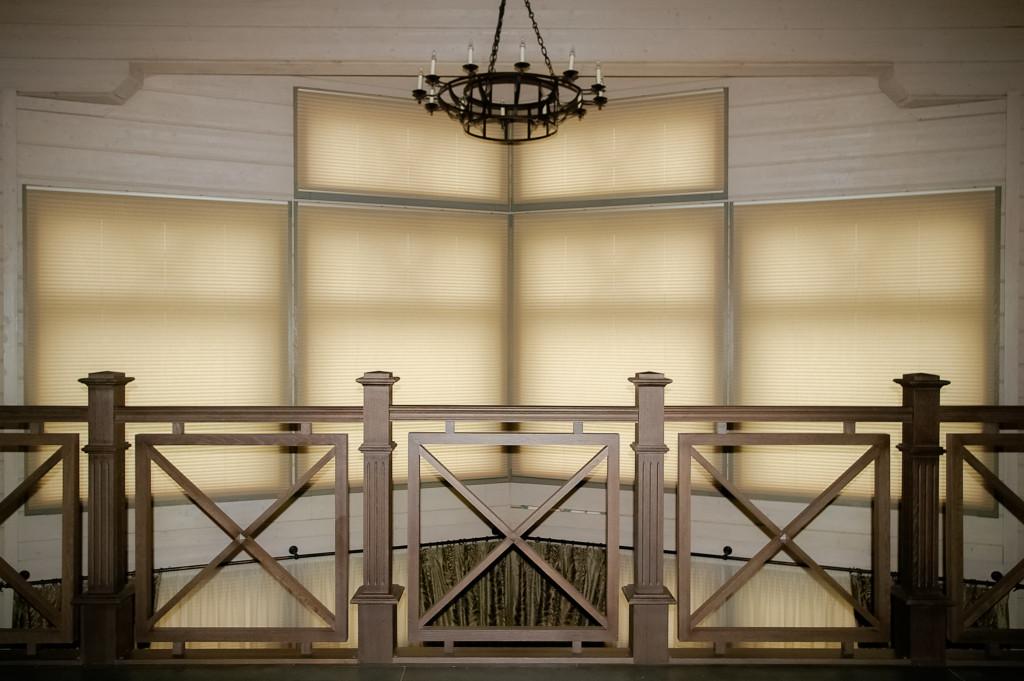 1.25а шторы-плиссе с электроприводом в зал